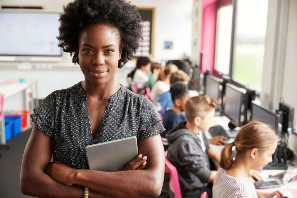 高校教師の一日のスケジュールと実際の仕事内容を元教員が解説